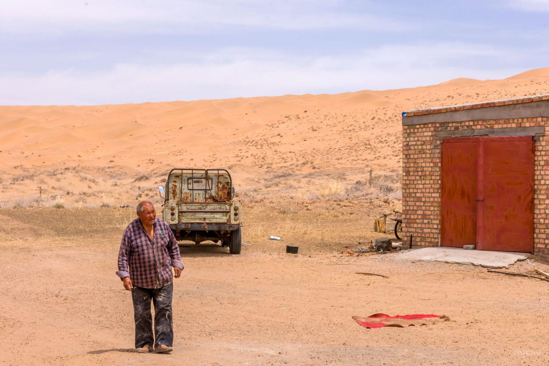 MichelAycaguer-MongolieInterieure-DesertBadainJaran-recolteCachemire-2017-8